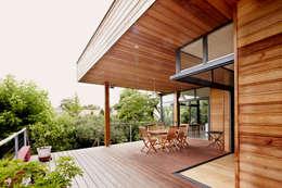 EXTENSION MAISON M33: Terrasse de style  par Cendrine Deville Jacquot, Architecte DPLG, A²B2D