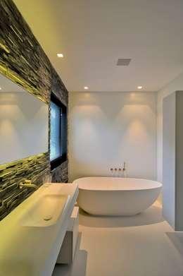 Baños de estilo moderno por CKX architecten
