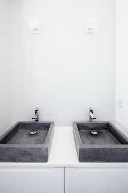 Kamar Mandi by Cendrine Deville Jacquot, Architecte DPLG, A²B2D