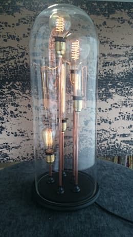 """Standing tall"" Bell jar lamp: Salon de style de style Industriel par GD Creation"