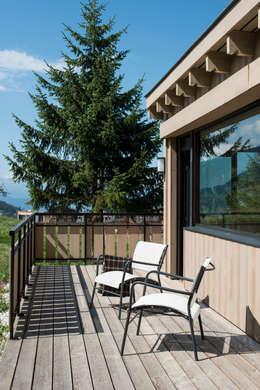 Chalet Courchevel: Terrasse de style  par A2 Architecture d'interieur