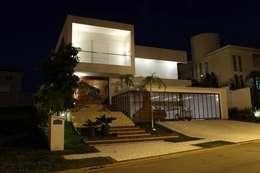 modern Houses by Ana Paula e Sanderson Arquitetura