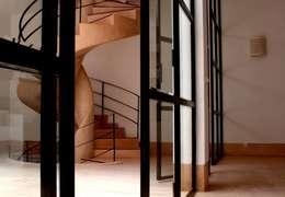 Riad Marrakech: Couloir et hall d'entrée de style  par Pauline Girardot