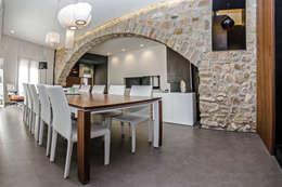 Salas / recibidores de estilo  por cota-zero, tenica y construcción integrada, s.l.