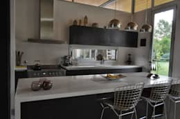 PROYECTO LANFRANCO: Cocinas de estilo clásico por Baltera Arquitectura