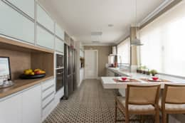 Apartamento Campo Belo 02: Cozinhas modernas por Karen Pisacane
