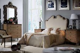 Dormitorios de estilo clásico por Keen Replicas