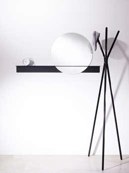 Un peu de rondeur: Maison de style  par Mon Entrée Design.com