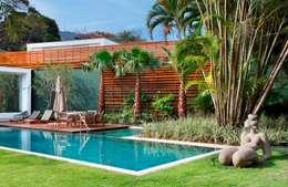 Jardines de estilo tropical por Landscape Paisagismo