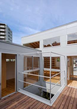 三浦の家: 萩原健治建築研究所が手掛けたベランダです。