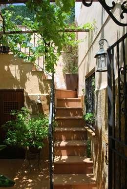 Hiên, sân thượng by Vicente Galve Studio