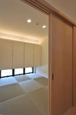 和室: 若山建築設計事務所が手掛けた和室です。