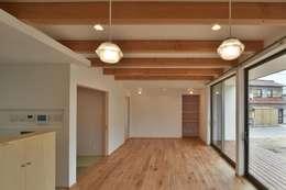 modern Living room by 若山建築設計事務所