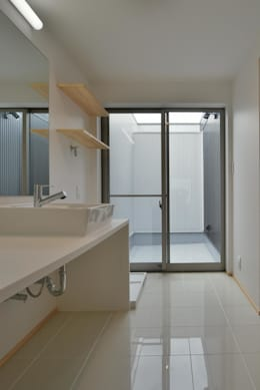 浴室 by 若山建築設計事務所