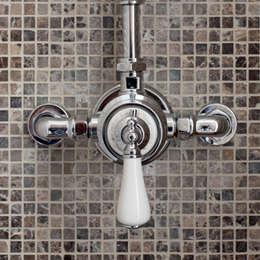 Baños de estilo  por Taps&Baths