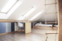 Quartos de criança modernos por COI Pracownia Architektury Wnętrz