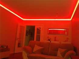 LEDPİYER – Rengarenk tavanlar-Gizli aydınlatma,dekoratif ışıklı kartonpiyer ve bordür sistemleri; LEDPiYER: modern tarz Multimedya Odası
