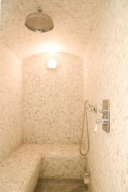 Landelijke hedendaagse badkamer: klasieke Badkamer door Taps&Baths