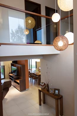 el relfejo de luz: Paisajismo de interiores de estilo  por Estudio Alvarez Angiono
