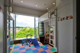 風を生み、空に近づく家: アアキ前田 株式会社が手掛けた子供部屋です。