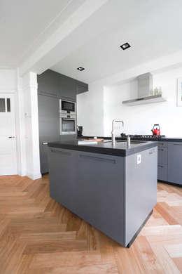 Maatwerk keuken: moderne Keuken door Hoope Plevier Architecten