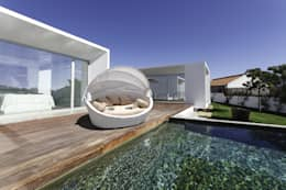 Divano da giardino in Rattan Basma White: Giardino in stile in stile Moderno di LuxuryGarden.it