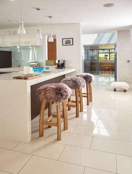Cocinas de estilo moderno por Baa Stool