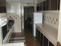 Cocinas de estilo moderno por Germano de Castro Pinheiro, Lda