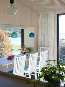 Window Box Sea: scandinavian Dining room by Collective Works