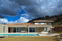 Fachada Posterior: Casas ecléticas por Lage Caporali Arquitetas Associadas