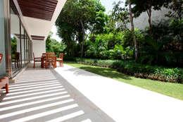 Casa T: Jardines de estilo moderno por Enrique Cabrera Arquitecto