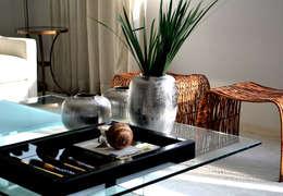Salas/Recibidores de estilo moderno por Helô Marques Associados