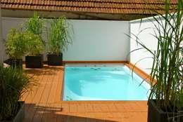 Albercas de estilo moderno por Future Pool GmbH