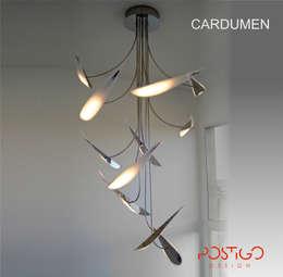 Luminaria Cardumen: Livings de estilo moderno por Postigo design