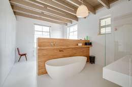 Restauratie en verbouw van voormalig Gemeentehuis Oudenrijn, De Meern: moderne Badkamer door op ten noort blijdenstein architecten