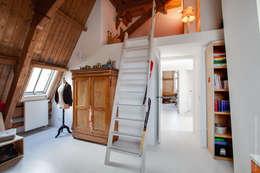 Restauratie en verbouw van voormalig Gemeentehuis Oudenrijn, De Meern: moderne Slaapkamer door op ten noort blijdenstein architecten
