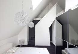 Slaapkamer: moderne Slaapkamer door MEF Architect