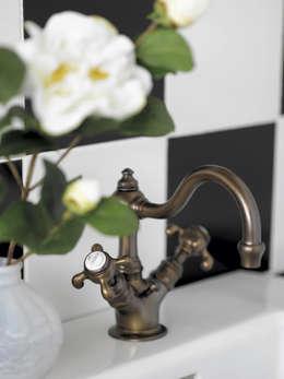classic Bathroom by HORUS
