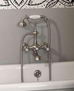 Mélangeur bain/douche mural complet: Salle de bains de style  par HORUS