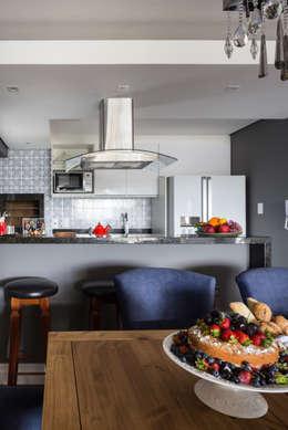 Cocinas de estilo rústico por Juliana Damasio Arquitetura