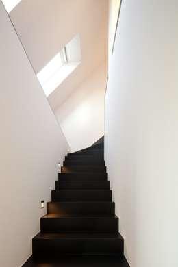 Woonhuis Uitgeest:  Gang en hal door Jan de Wit architect