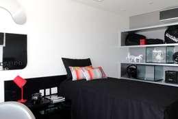 Projekty,  Sypialnia zaprojektowane przez ROMERO DUARTE & ARQUITETOS