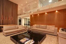 Residência TF: Salas de estar modernas por ÓBVIO: escritório de arquitetura