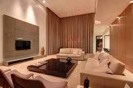 غرفة المعيشة تنفيذ ÓBVIO: escritório de arquitetura
