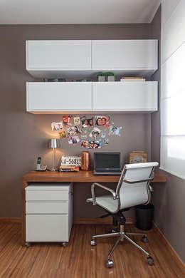 moderne Studeerkamer/kantoor door ÓBVIO: escritório de arquitetura