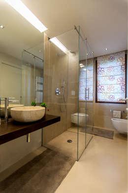 modern Bathroom by QUADRASTUDIO