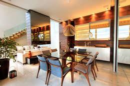 Comedores de estilo moderno por Maina Harboe Arquitetura