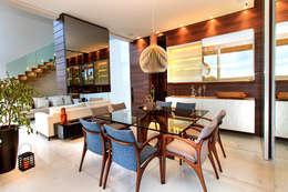 Casa Alphaville | Cond. das Árvores: Salas de jantar modernas por Maina Harboe Arquitetura