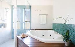 Casa Manacás: Banheiros modernos por NOMA ESTUDIO