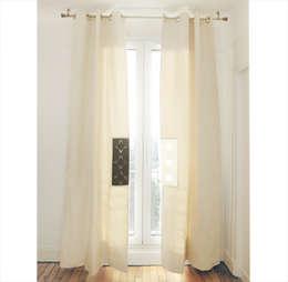 Rideaux Istare ouverts: Fenêtres & Portes de style de style eclectique par Silvia Gianni